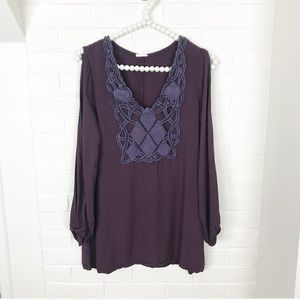 {Tobi} Exposed Arm Tunic Embroidered Blouse